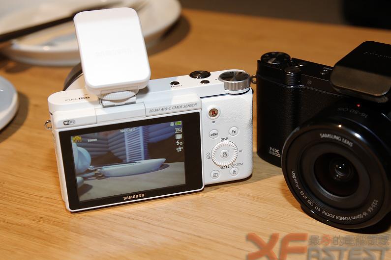 可與行動裝置搭配遙控及分享照片的三星NX500與NX3300